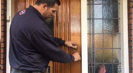 Slotenmaker opent deur schadevrij