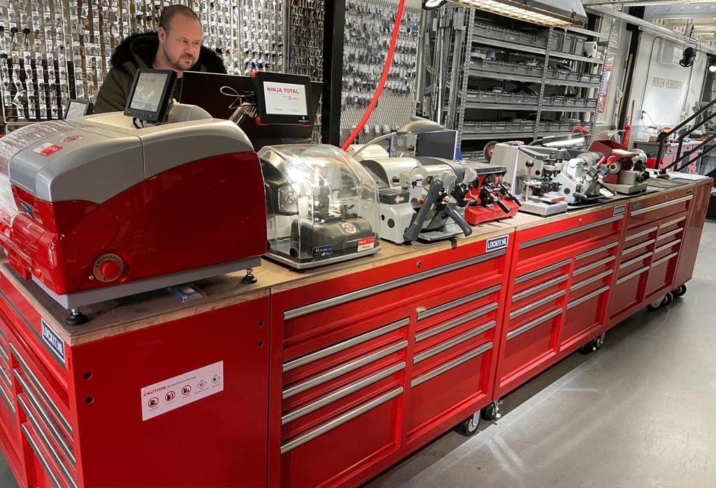 Lancia sleutel aan het programmeren op Autel